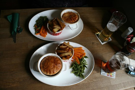 Carpenter's Arms: Beef and Ale pie  Delicious