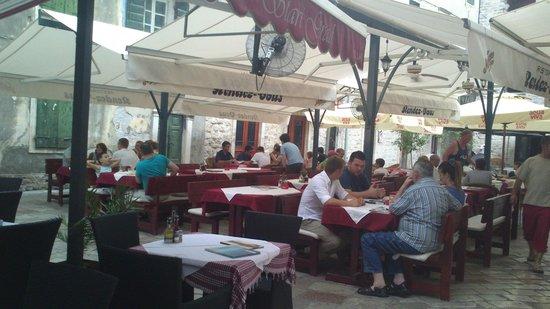 Hotel Rendez-Vous: ресторан