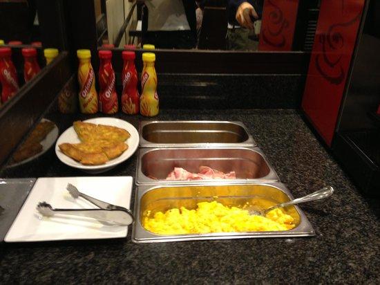 Hotel Conde Duque Bilbao: Colazione Buffet Salato