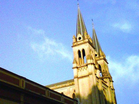 Nuestra Señora de la Merced: Torres de la Merced desde Caseros y 20 de Febrero