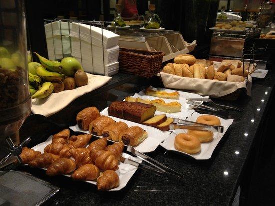 Hotel Conde Duque Bilbao: Colazione Buffet dolci