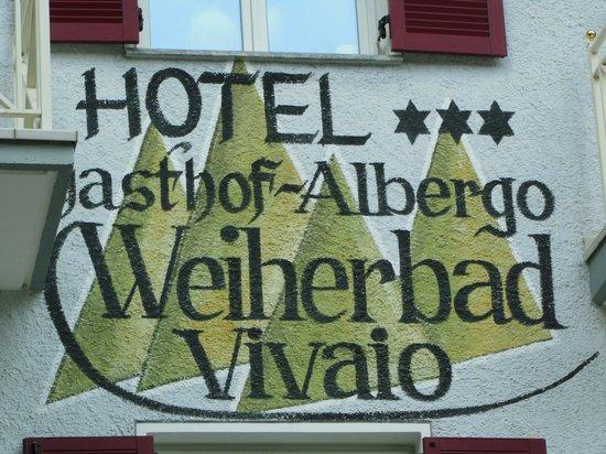 Hotel Gasthof Weiherbad: particolare facciata