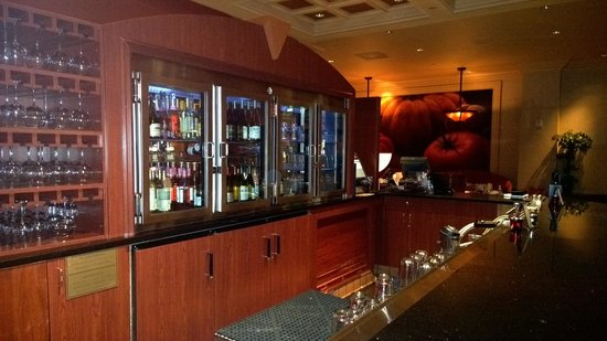 Waverlys Steak House: Classy Bar at Waverly's