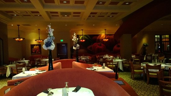 Waverlys Steak House: Overall Look at Waverly's