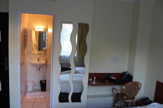 Comfort Hotel Rouen Alba : camera e bagno