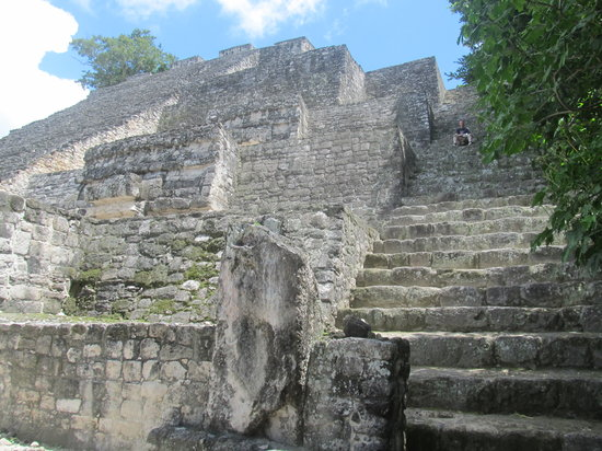 Calakmul Archaeological Zone : Climbing structure II