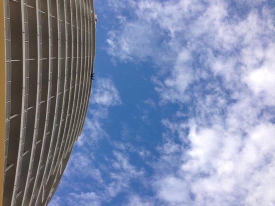 Mandarin Oriental, Miami: fachada desde la piscina