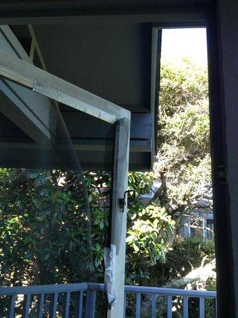 Kiawah Island Golf Resort: screened door latch duct taped