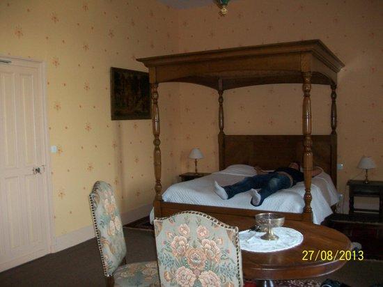 Chateau De La Cote: le lit géant!!!