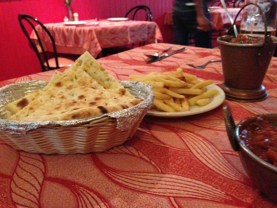 Bombay Masala: NAAN BREAD AND CHIPS