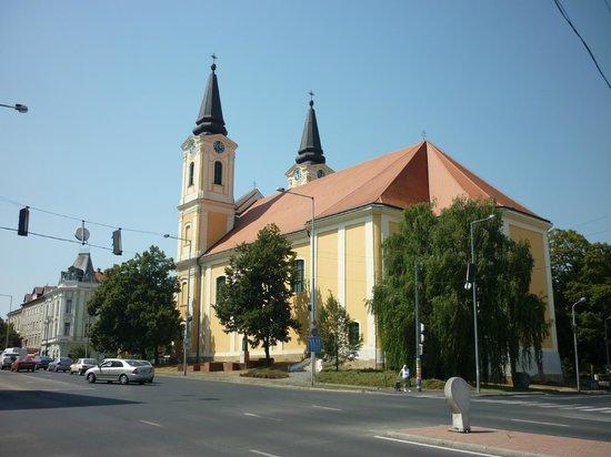 Zalaegerszeg, Hungría: clean lines on a beautiful building