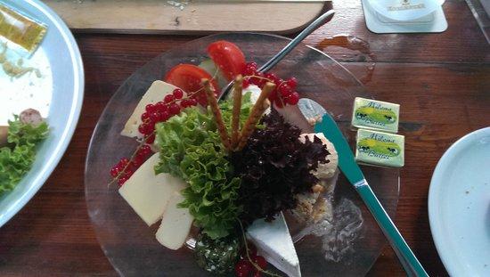 Weindorf Koblenz: The Cheese Platter of