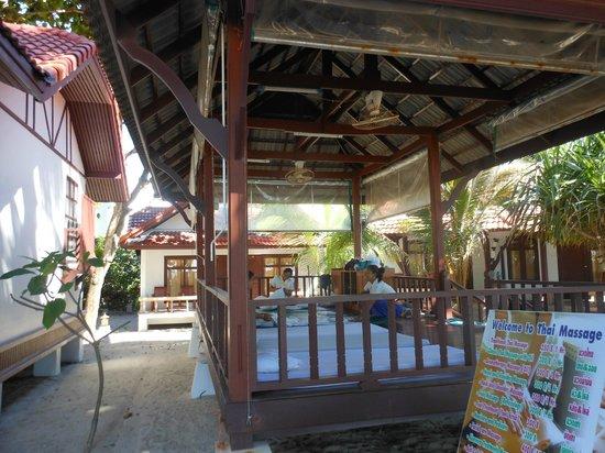 First Bungalow Beach Resort: 6