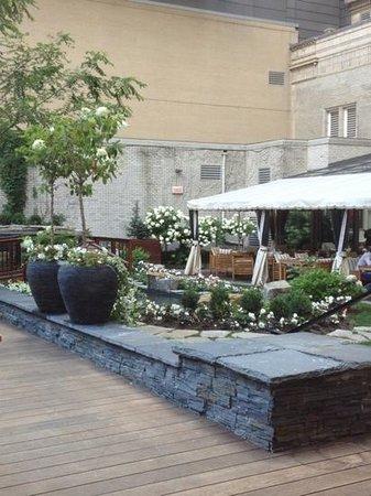 The Ritz-Carlton, Montreal : vue de la terrasse d'été