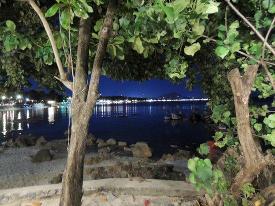 First Bungalow Beach Resort: 9