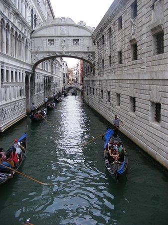 Hotel do Pozzi: Puente de los Suspiros