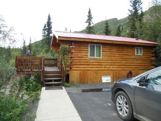 Tundra Rose Guest Cottages: The Cabin