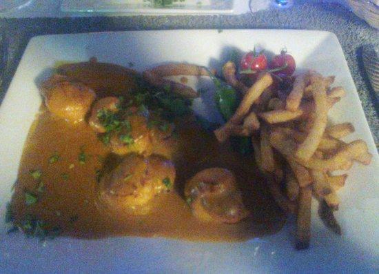 La Plancha du Port : Lovely scallops in a lobster bisqque
