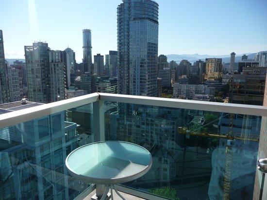 Westin Grand Vancouver: Kleiner Balkon im 30. Stock