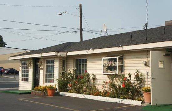 Rainbow Motel: Office