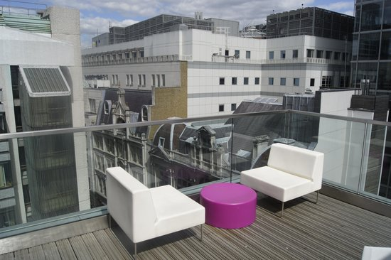 Apex London Wall Hotel: Balcony