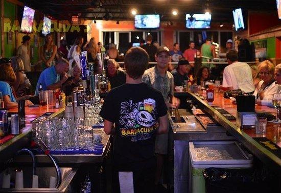 Barracuda's Bar & Grille : Fun bar