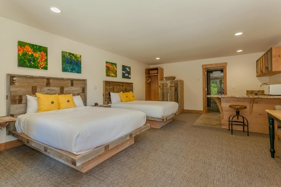 Tahoe Vistana Inn : Newly updated two queen bedroom