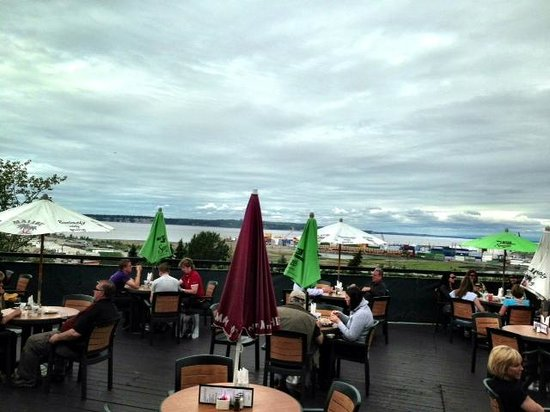 Snow Goose Restaurant: The view north from the deck