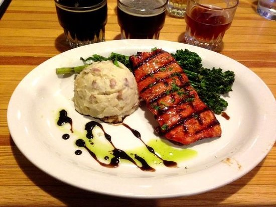 Snow Goose Restaurant: One of the best salmon and smashed potatoes and chinese brocoli dishes