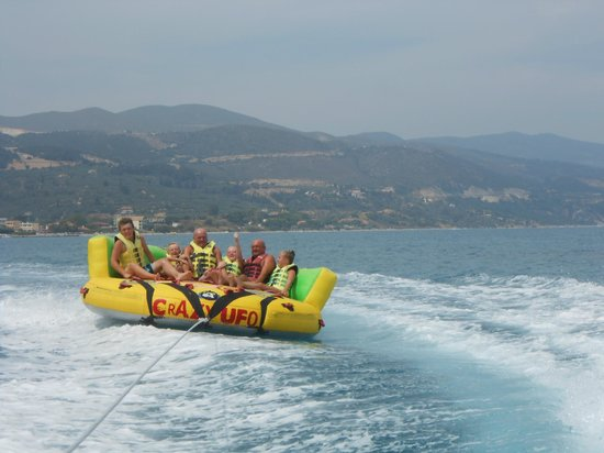 Elpida Hotel: Water sports a must at the beach, a great day out !