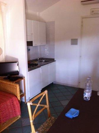 Residence Le Bouganville : cucina soggiorno con terzo letto