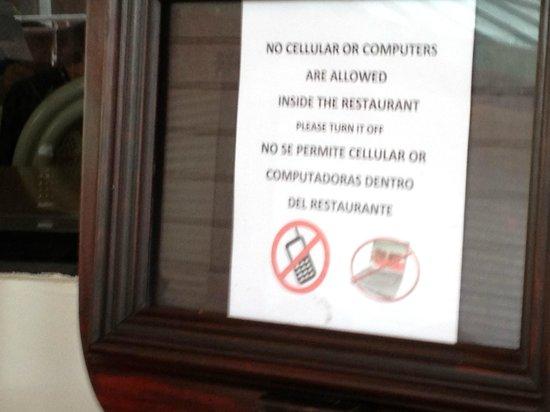 Sea View Hotel: Cartel prohibidor
