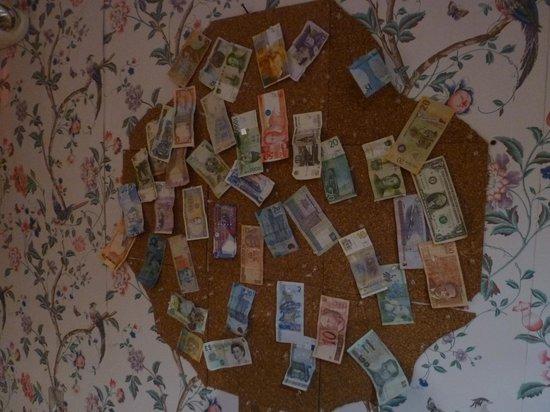 Duo Housing: wall of international bills