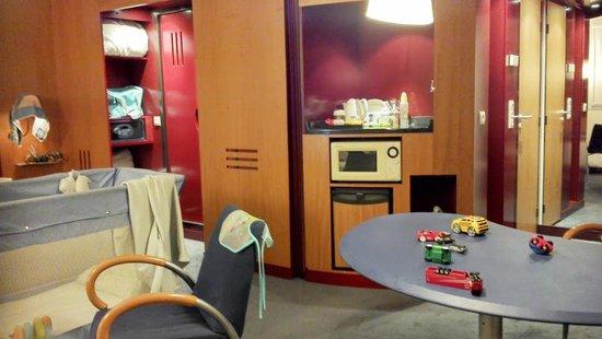 Novotel Suites Paris Nord 18ème: coin repas