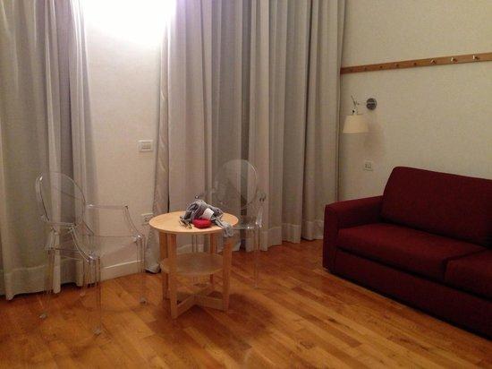 Hotel Piazza Bellini: Sala de estar de nuestra habitación