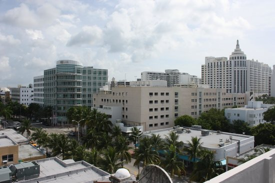 Courtyard Miami Beach South Beach: vue de la piscine