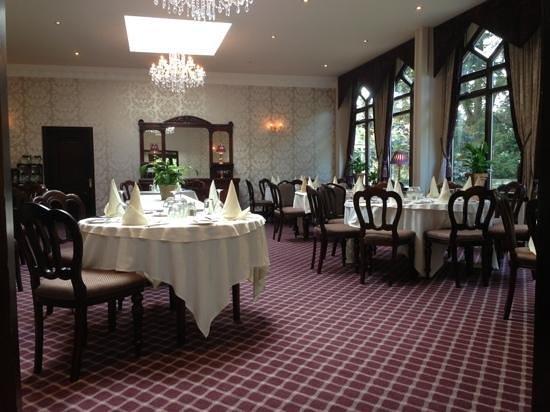 Oakwood Hall Hotel: Restaurant
