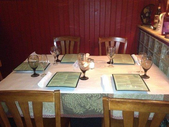 Lo Grasso's Cafe Bistro : Table