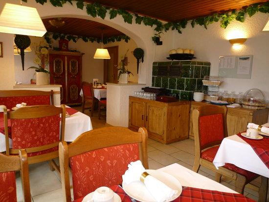 Gästehaus-Pension Zeranka: breakfast room at Gästehaus_Bed&Breakfast Zeranka in Ruhpolding