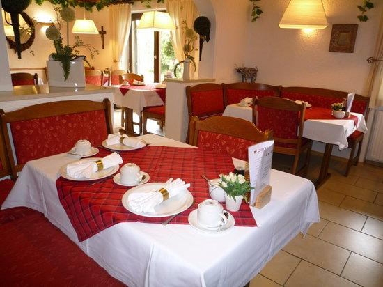 Gästehaus-Pension Zeranka: Frühstückszimmer bei Gästehaus PensionZeranka in Ruhpolding