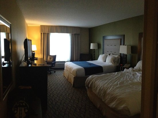 Holiday Inn Express Hotel & Suites Christiansburg: room