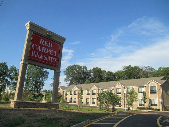 Red Carpet Inn and Suites : red carpet inn