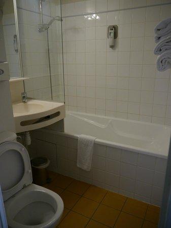Ibis Styles Ouistreham : Salle de bain