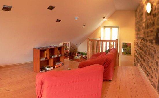 Chambre d'hôtes la Nichée : le coin jeunes enfants du salon