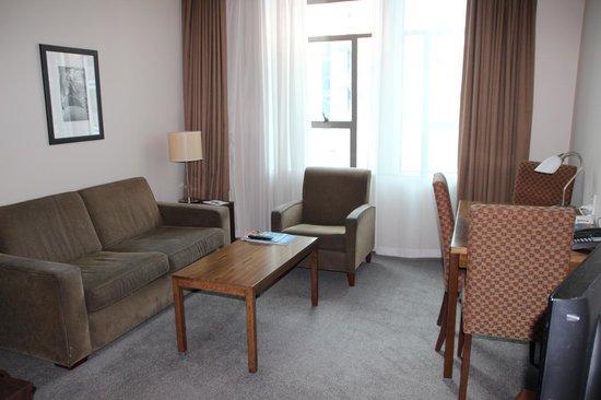 Scenic Hotel Auckland : Saleta de estar