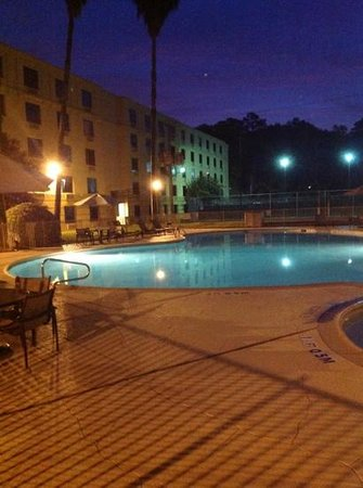 Holiday Inn Houston Intercontinental Airport: hotel Pool in the Morning