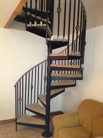 Sunbanks Lake Resort: Spiral Staircase in Townhouse 4