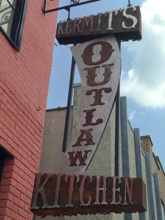 Kermit's Outlaw Kitchen: This same spot use to house Kermit's Bakery. My GF's grandfather used to take her to Kermit's 35