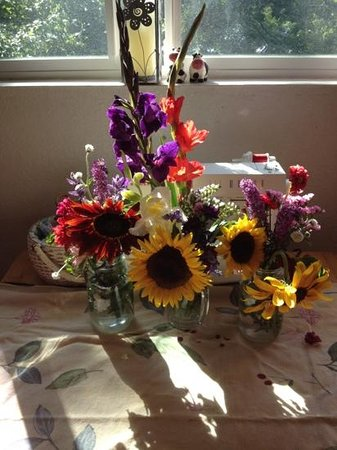 Sunshine Crafts and Flowers