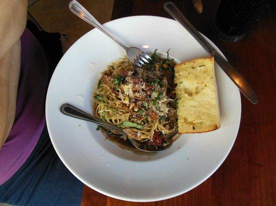 Paesano's: Balsamic pasta